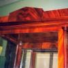 Горка для посуды, XIX в. Ампир. Красное дерево. Кроме реставрации проводилась реконструкция предмета. Были достроены фасадные колонны и верхний мавзолей.