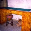 Письменный стол, XIX в. Русский классицизм. Карельская береза. Сильная деформация дверей потребовала полного демонтажа столярной конструкции. Последующая переклейка и фанеровка оригинальным материалом. Восстановление декоративного слоя.